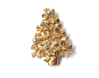 Vintage Christmas Tree Pin Brooch - Holiday Tree Pin Brooch - Avon Christmas Jewelry - Rhinestone Brooch