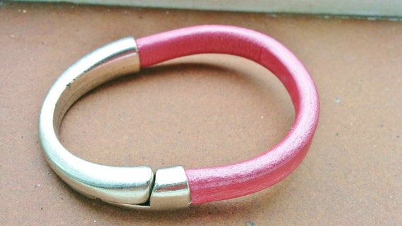 Pink bracelet,pink cuff,womens bracelet,womens cuff,leather cuff,leather bracelet, pink leather cuff,pink leather bracelet,wide bracelet