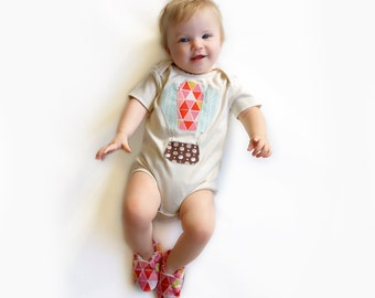 Hot Air Ballon Organic Bodysuit Short or Long Sleeve with Handmade Organic Baby Shoes- Gift for  0 3  6 12 18 months- Baby Clothes