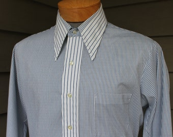vintage 1970's -Arrow 'Getaway'- Men's long sleeve shirt. Big collar. Blue & White stripe. Contrast collar and cuffs. Large 16 x 32