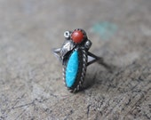 Southwest RING / Turquoise and Coral Jewelry / Size 7 1/4 / Vintage Sterling Silver Ring