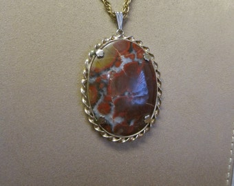 Moss Agate Pendant Necklace Vintage 70s Large Oval Cabochon Rust Red Black White Inclusions Gold Bezel Prong Setting Rope Chain Men Women