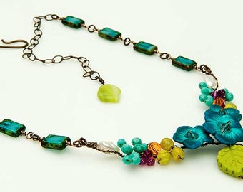 Turquoise Beaded Flower Necklace, Turquoise Flower Bib Necklace, Blue Nature Jewelry, Bridal Jewelry, Woodland Wedding,