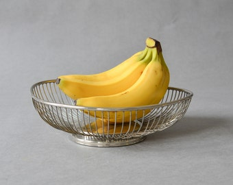 Vintage fruit bowl banana boat silver pleated bowl Mid-Century Modern interior 60s atomic age