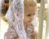 White lace Chapel Veil for children, triangle shaped with 3/4 in. trim. Prod.#Zwo4