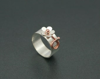 Wide silver ring with daisy and copper detail, flower ring, daisy ring, silver flower ring, handmade ring, copper flower ring, silver daisy