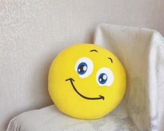 Smile, Smiley face, Smiley Face pilow, Emoji pillow, emoticon, geekery pillow, geek pillow, geeky pillow, BLUE EYES