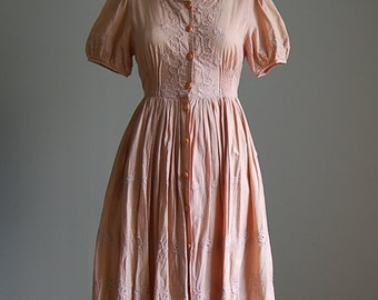 vintage 1970s peach embroidered dress / darling dress