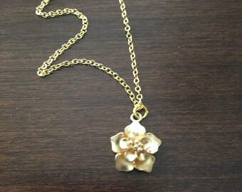 Gold Flower Necklace, Flower Necklace, Flower, Gold Flower, Flower Jewelry, Gold Flower Pendant, Gold Flower Jewelry, Gold Necklace, Jewlery