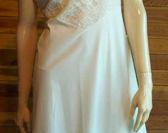 Vintage Lingerie 1960s VANITY FAIR Off White Sz 36 Full Slip
