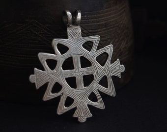 LARGE Vintage Ethiopian silver cross pendant with beautiful hand-engraved patterns on either side, Orthodox Coptic cross Northern Ethiopia