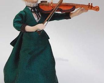 Marcia, violinist