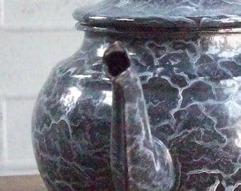 Vintage Enamelware Tea Pot / Graniteware / Odd White Crackle Surface Pattern / Lovely Silouette