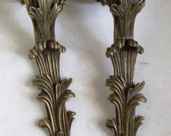fregi d'epoca per decorazioni, ornamenti in ottone per abbellire i mobili, costruito da artisti artigiani a metà del secolo nel 1800
