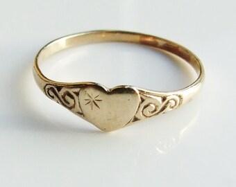 Vintage 9ct 9k Gold Engraved Heart Ring Size 4 1/2 - i