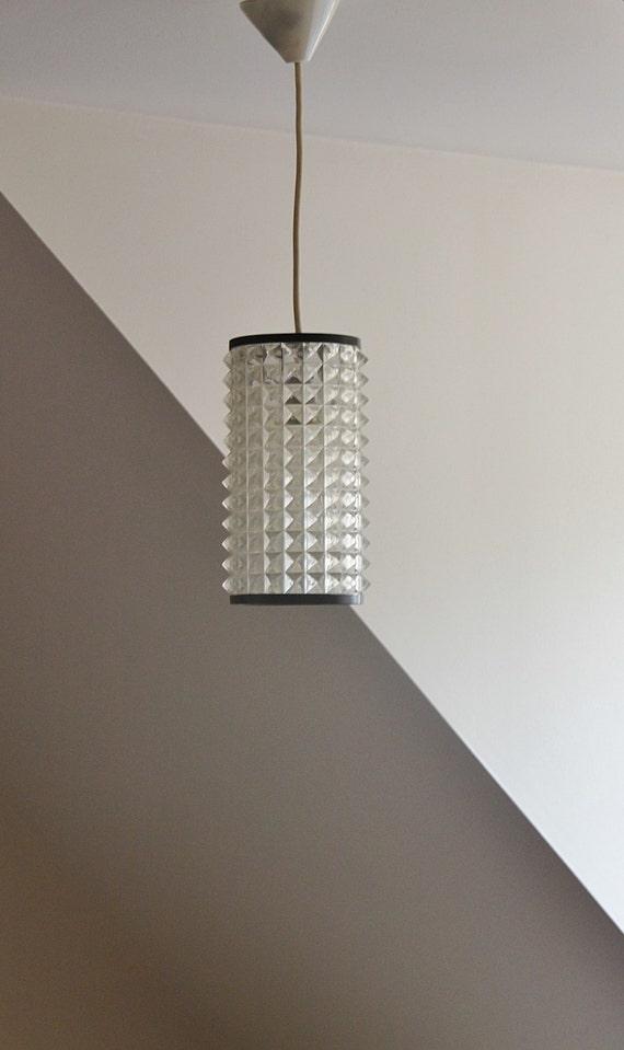 kleiner kronleuchter aufgeh ngt lampenschirm plexiglas. Black Bedroom Furniture Sets. Home Design Ideas