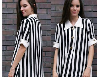On Sale Vintage blouse/ vintage shirt/ women's black and white blouse/