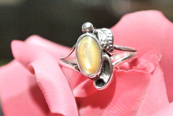 Yellow Mother of Pearl Ring MOP Lemon Drop Yellow Sterling Fancy Scroll Feather Native American Tribal Southwestern Artisan 1970s Ring