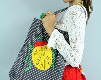 "Shopping Tote Vintage 60's  19"" Market Bag Beetle applique / LADY BUG Handbag by Janet Lyles // TatiTati Style on Etsy"