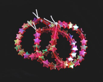 Holographic Red Shooting Star Bracelet // 90s Vintage Inspired Iridescent Beaded Red Stars Bracelet // Kawaii Pastel Goth Jewelry