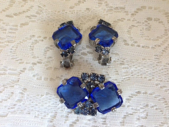 SALE!* Vintage Art Deco Silvertone Unsigned Dark and Light Blue Rhinestone Pin Brooch and Clip Earrings