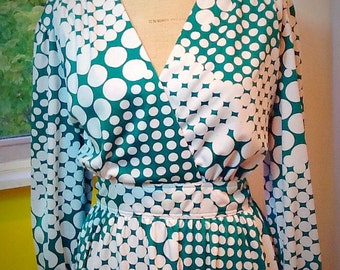 Price Reduction!!1970's poly knit green and white circle print dress