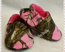 Hunting BABY SHOES, Pink Camo Shoes, Camo Baby Booties, Pink Real Tree Baby Shoes, Camo Baby Girl Shoes, Sizes: 0-3, 3-6, 6-9, 9-12, 12-18 m