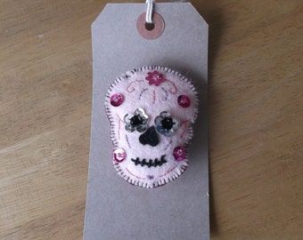 Felt brooch Sugar skull style pink