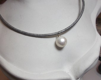 Hematite necklace with South Sea cultured pearl photos