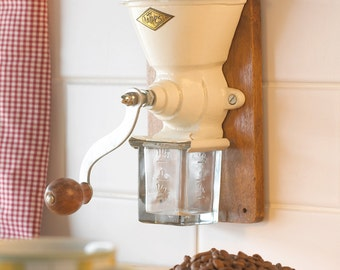 Traditional Vintage Style Coffee Grinder