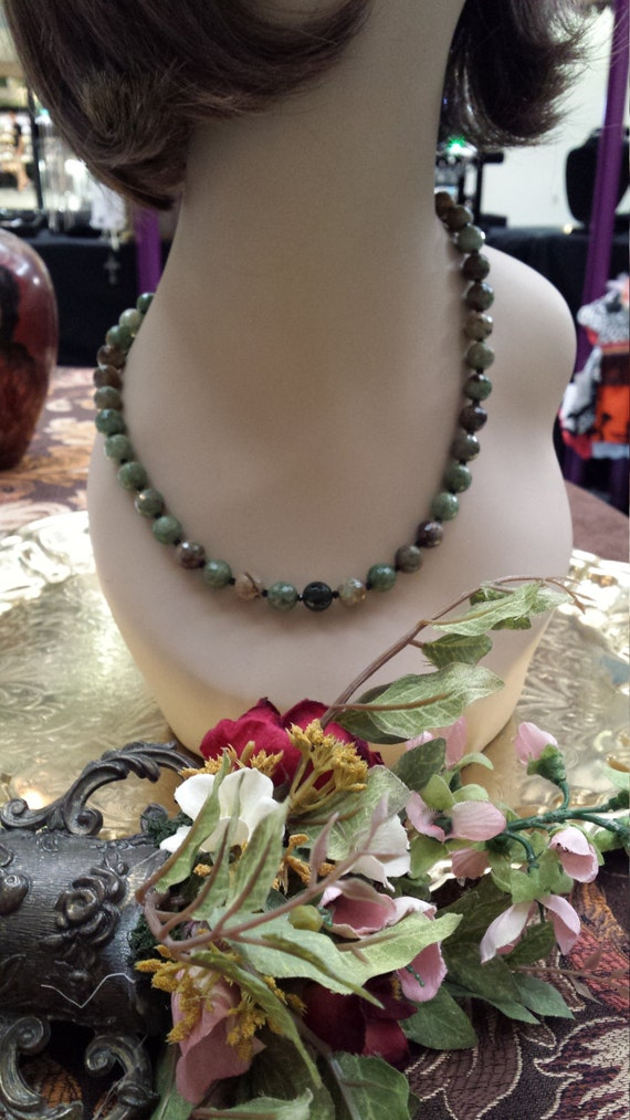 One strand faceted chrysophrase necklace