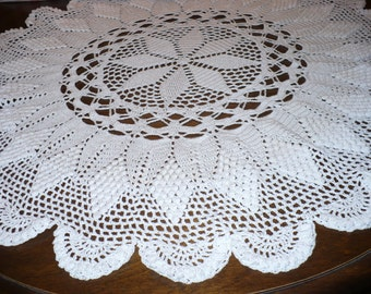 Pineapple-popcorn table doily