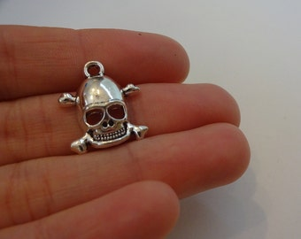 1 silver plated skull charm pendants DIY bracelets and necklaces jewellery making charms