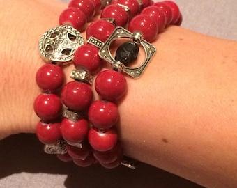 Maroon stretchy bead bracelet w/ skulls