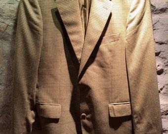 1990' Burberry jacket for men, with little shoulder pads. Size L.