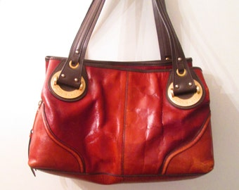 Etienne Collection Privee fabulous saddle brown and dark brown leather shoulder bag. Absolutely stunning!!!!!!!!!!