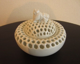 Japanese White Porcelain Incense Burner made by a Holder of Intangible Cultural Property made around 1990