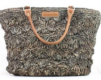 Women's straw tote bag