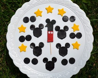 Mickey Mouse inspired cake decorating set