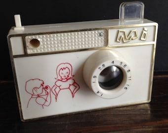 1950's vintage toy Mi camera with 30+ photos