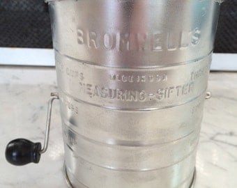 Vintage Bromwell's 5 Cup Sifter