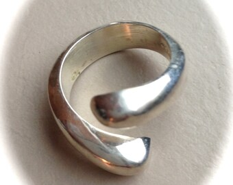 Solid Sterling Silver Ring (Available sizes: 7, 9, and 9.5)