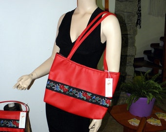 Red leather bag with embroidered Ribbon Sardo art. 1529
