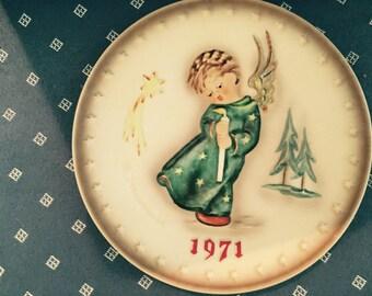 Three Hummel Christmas Plates, 3