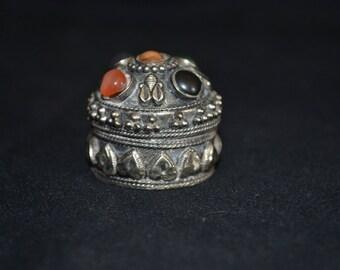 Tiny metal trinket box