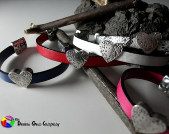Leather Strap Bracelet with Heart Shaped Charm Magnetic Clasp