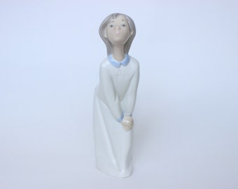 Lladro handmade 'Girl Kissing' figurine