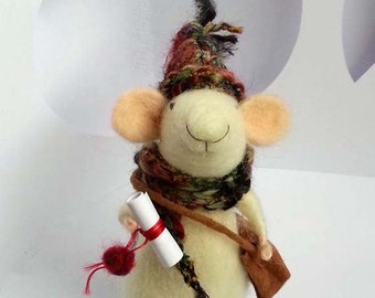 Christmas Mouse /Messenger Mouse/Winter mouse/traveller mouse/Needle felted ornament/needle felted mouse
