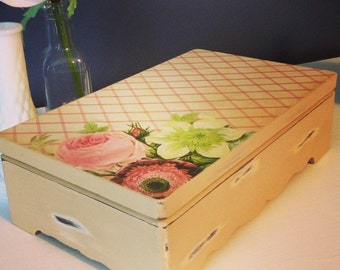 Shabby Chic Beige Jewelry Box -vintage Upcycled