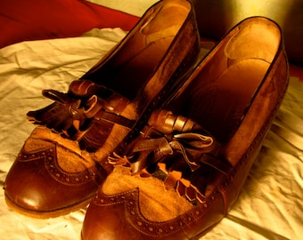 vintage leather shoes made in italy, measures 35-39